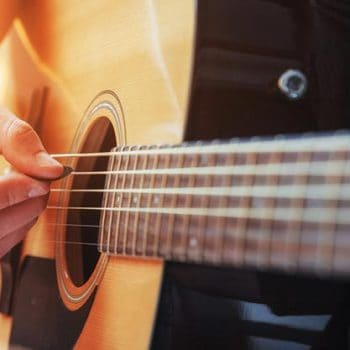 How To Strum A Guitar Properly, With And Without A Pick