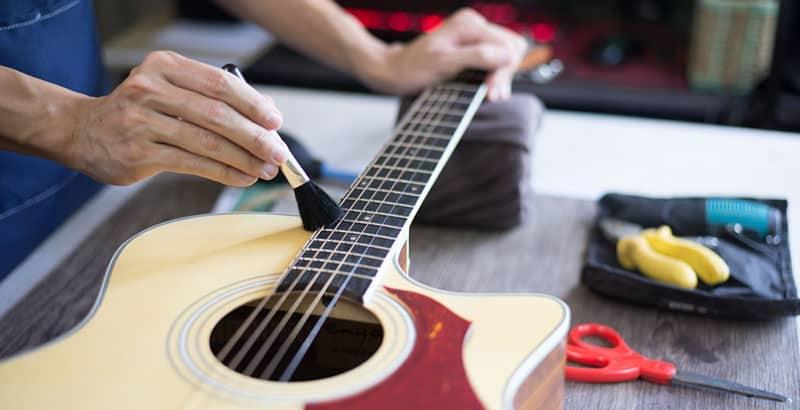 Cleaning guitar strings